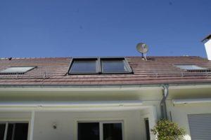 Frontales Bild von einem Dachfenster nach der Arbeit vom Schwind Team