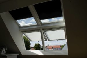 Geöffnetes PanoramaDachfenster mit zwei Elementen von innen